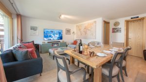 Large, sunny open plan living/dining room