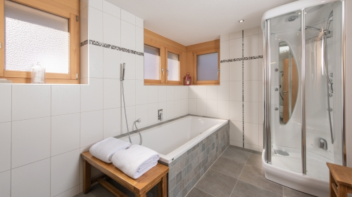 Master en-suite has a double bath and a separate steam shower cubicle