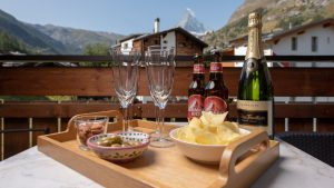 Round off your day in the mountains with drinks on the balcony