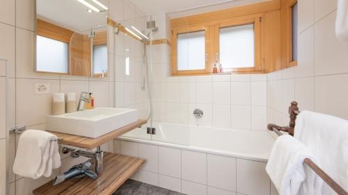 Master bedroom en-suite bathroom with overhead shower